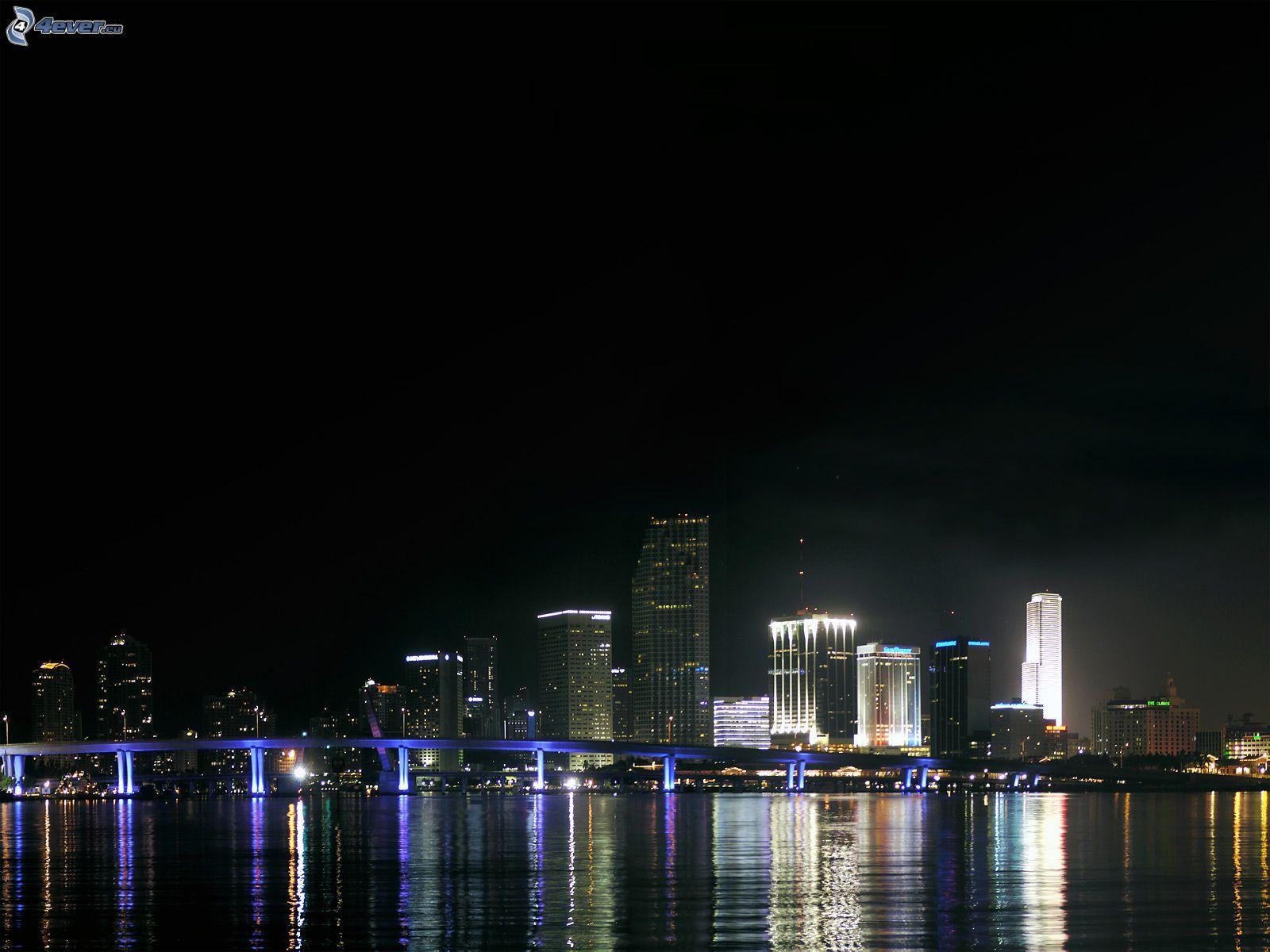 Ville dans la nuit for Piscine eclairee la nuit