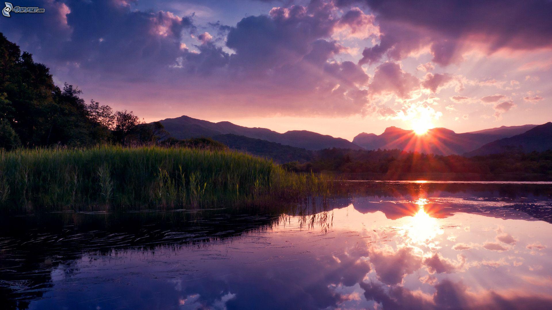 Coucher du soleil sur le lac - Photo coucher de soleil montagne ...